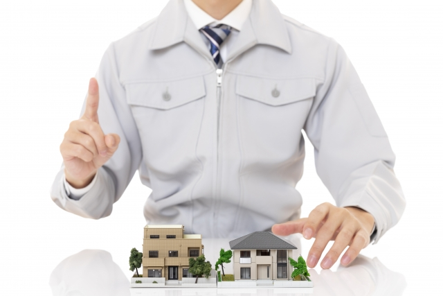 内装工事について説明する工事業者